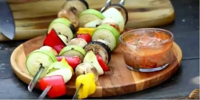 овощи на шампурах на мангале